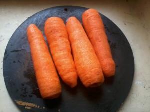 Шаг1. Чистка моркови