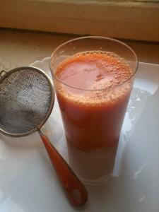 Шаг 4. Процедить морковный сок